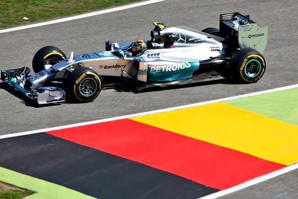 Rosberg � pole no seu Ring